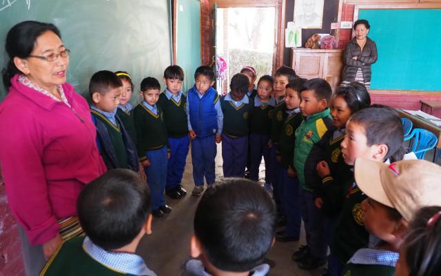 インド北部ダラムサラにあるチベットの子どもたちが通う学校では、チベット語の授業があった=2018年3月8日、奈良部健撮影