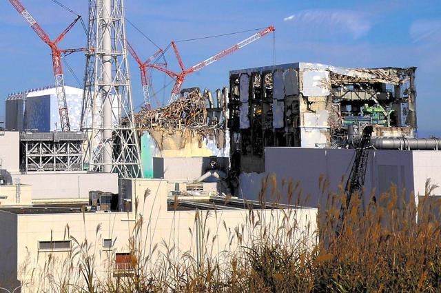 福島第一原発の建屋。事故から8カ月後の2011年11月に報道陣に公開されたときの写真