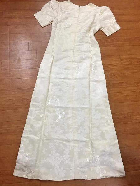 45年前の結婚式で着たウェディングドレスをリメイクして日傘に