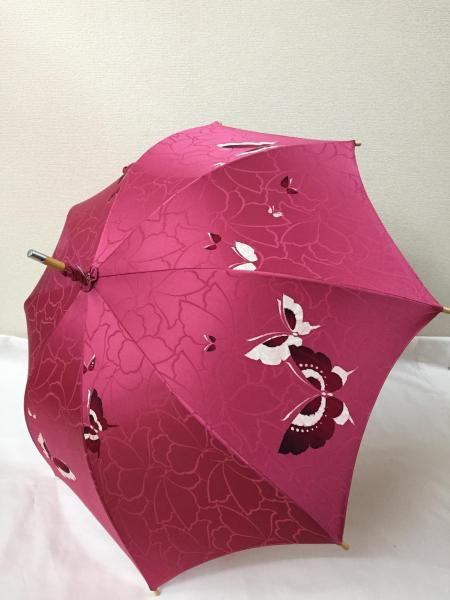 こちらは着物をリメイクして傘に