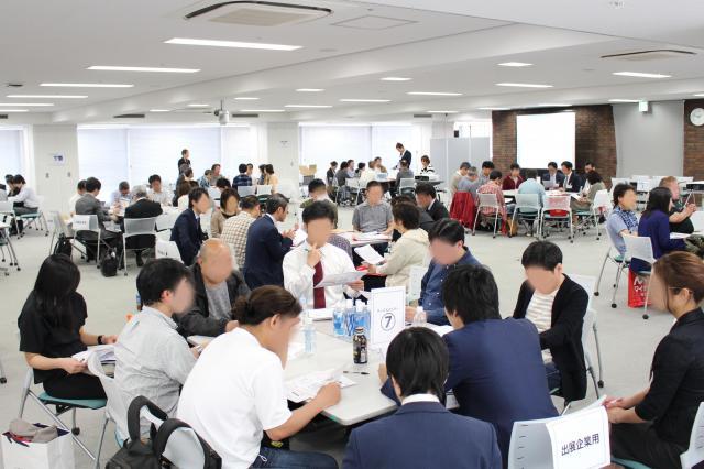 4月末に開催された副業セミナー。希望月収は「6~10万円」が最も多く、来場者の4割を占めた(写真は一部加工しています)