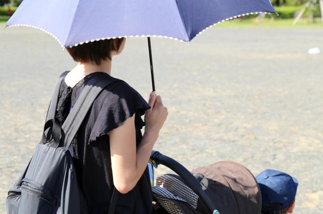 第1子のときは復職後も「ワンオペ育児」だったという女性(写真はイメージ)