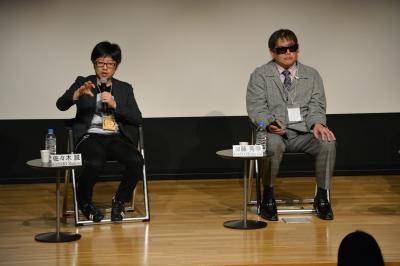 第10回恵比寿映像祭に登壇した(左から)佐々木誠さん、加藤秀幸さん。「サウンドコンテ」をめぐる話もこの場で披露した=2018年2月25日、東京都目黒区
