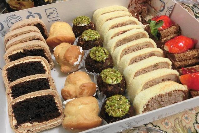 イランの量り売りケーキ