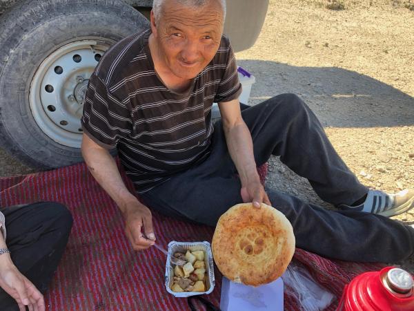 ウズベキスタンのアラル海を案内してくれたガイドのアヤップさん