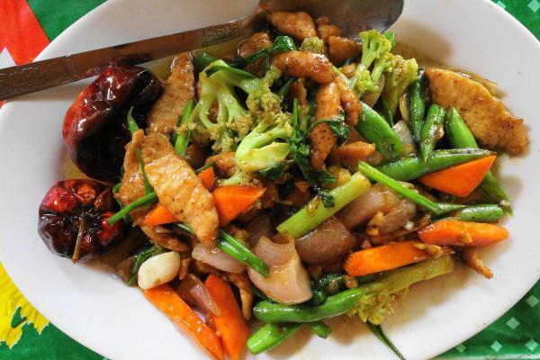 ミャンマーの豚肉と野菜の炒め物