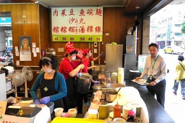 台湾の肉ちまき店、店内の様子