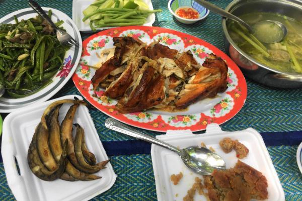 カンボジアのランチ