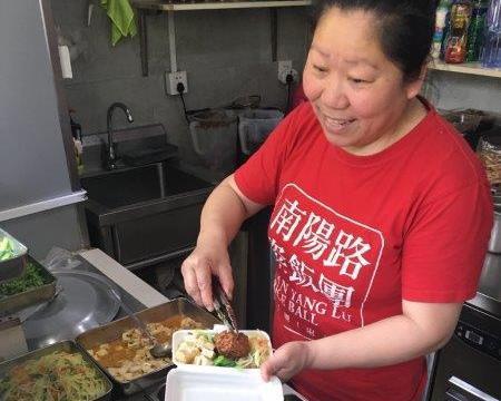 上海のお弁当屋のおかみさんの笑顔!