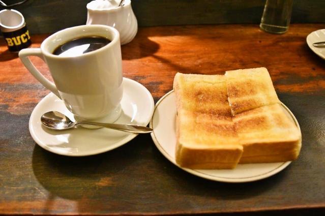 たっぷり入ったコーヒー。1杯おかわり無料ですが、満足感がありすぎておかわりできませんでした=名古屋市中村区