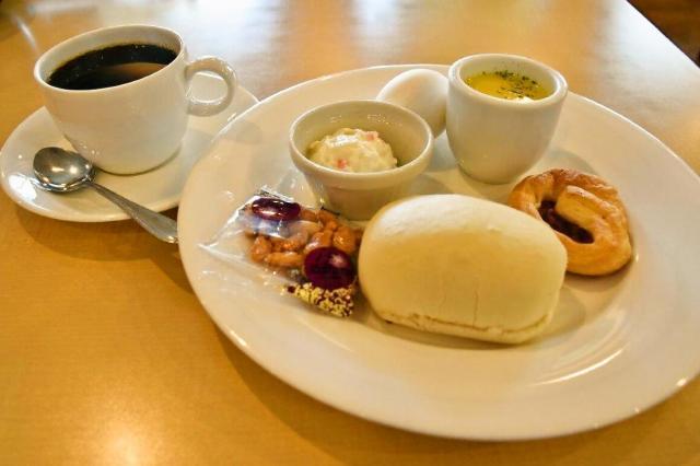 6日目に訪れた「グリーンカフェ」の自家製パンセット。こちらはモーニングサービス。コーヒーの値段で食べられます=愛知県一宮市松降通