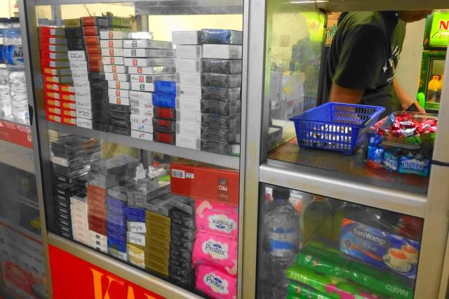 ジャカルタのタバコ販売ブース
