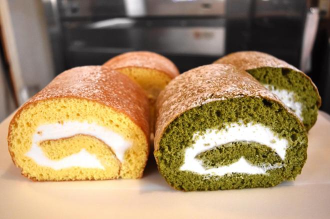 できたてのロールケーキ、だそう=大阪府