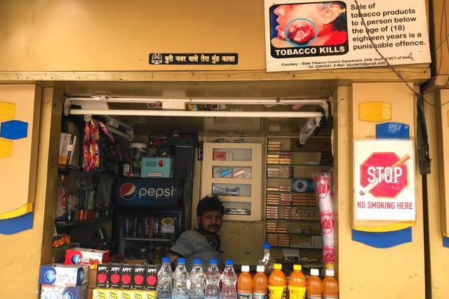 タバコを売るインドの売店