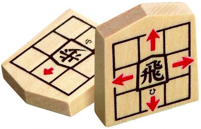 「NEWスタディ将棋」の駒。駒そのものに動かし方が描かれているのが特徴です