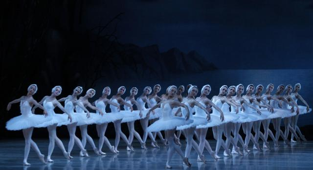 サンクトペテルブルク・マリインスキー劇場のバレエ「白鳥の湖」のリハーサル=2013年6月