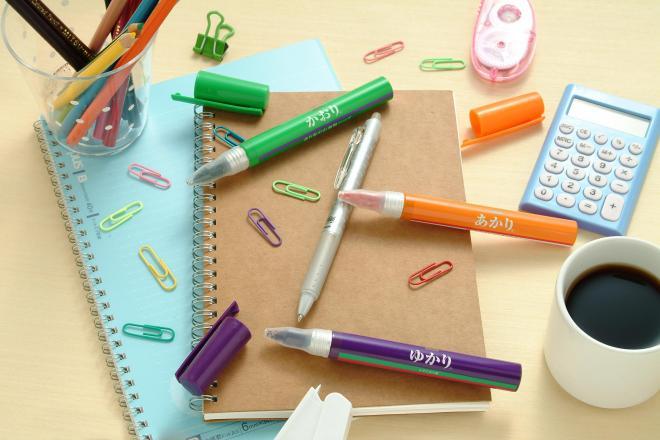 三姉妹とも、持ち運びしやすいペン型も展開