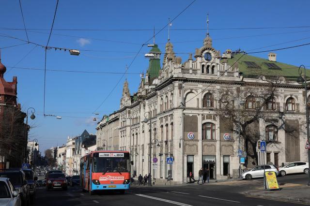 19世紀末の帝政ロシア時代に建てられた、ウラジオストク市内中心部の百貨店