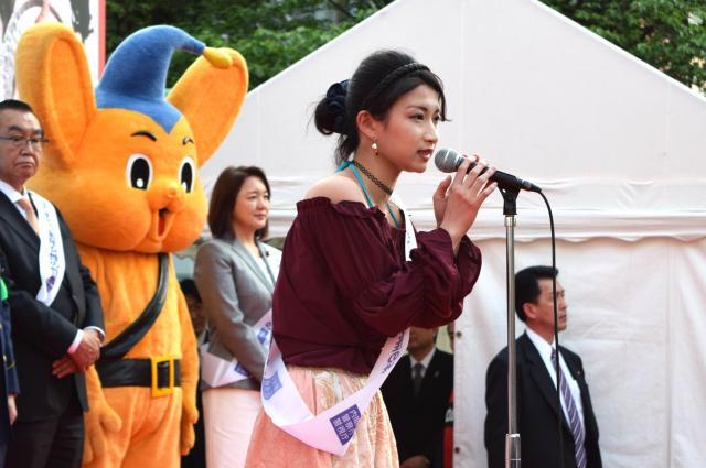 渋谷であった街頭パレード前に被害防止の取り組み強化を訴えた、ユーチューバーのくるみんアロマさん=高野真吾撮影
