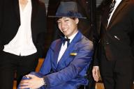 脳性まひで生まれつき足に障害がある寺田ユースケさん。車いすで新宿・歌舞伎町のホストをしていました=2016年