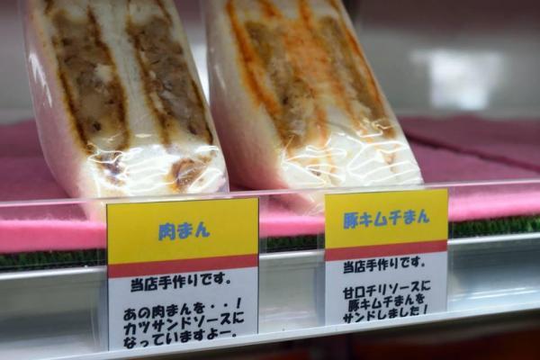 昨冬登場した肉まんサンドと、豚キムチまんサンド