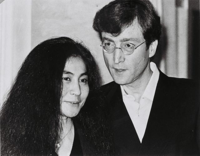 お忍びで日本に滞在していたオノ・ヨーコとジョン・レノン=1977年