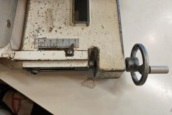 こちらが食パンのスライサー。最も薄い設定でも2mmです