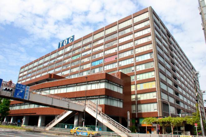 国道1号沿いにそびえ立つTOCビル=東京都品川区