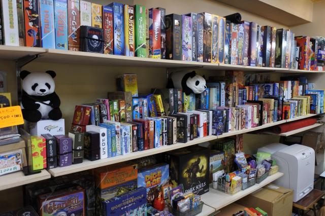 壁一面に並ぶボードゲーム
