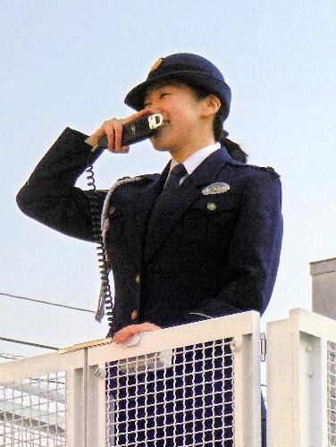 雑踏警備に向けて訓練する「DJポリス」=2014年12月、京都市上京区の府警本部