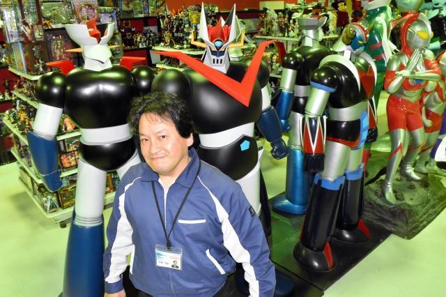 松浦信男さんが集めた作品には、人の背丈以上もあるものが多数並べられてる=2018年5月14日、三重県多気町