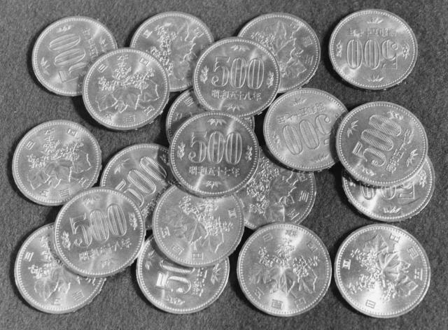 1982年から、100円硬貨以来15年ぶりに登場した旧500円