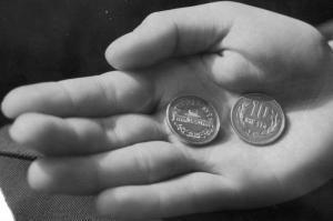 縁ギザギザの「ギザ10」…1枚8万円? なぜ生まれた、価値に迫る