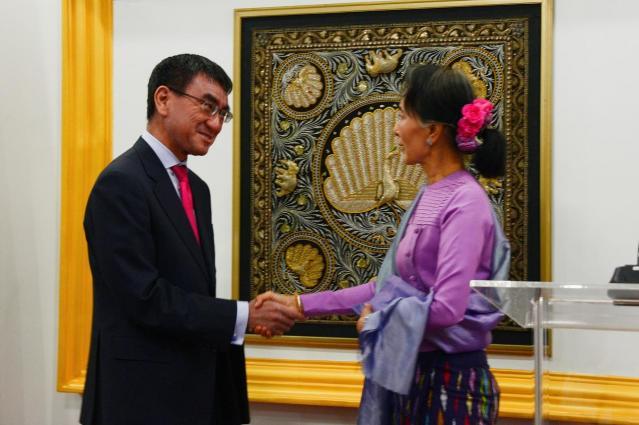 河野太郎外相は2018年1月、ミャンマーのアウンサンスーチー国家顧問と会談し、ロヒンギャ問題解決への全面的な支援を約束した=ミャンマー・ネピドー