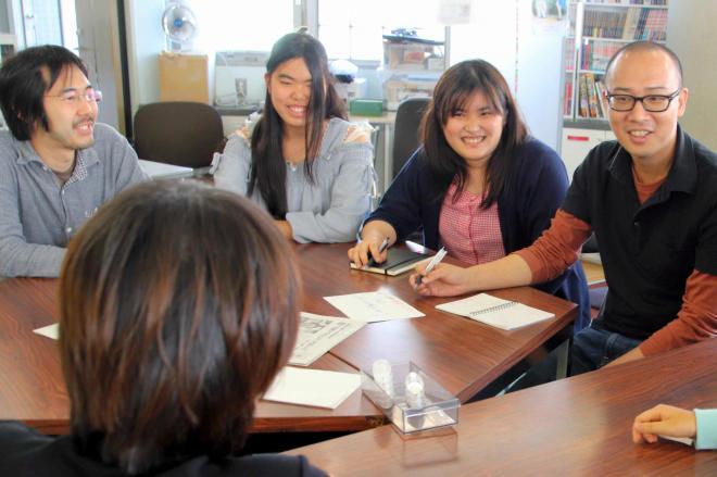 書きたいことを話し合う不登校新聞の子ども若者編集会議