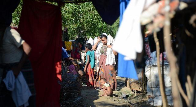 バングラデシュ南東部、コックスバザール郊外にあるロヒンギャ難民キャンプ。いきなり多くの人が流れ込んできたため、衛生管理も行き届いていないのが現状だ=2017年11月