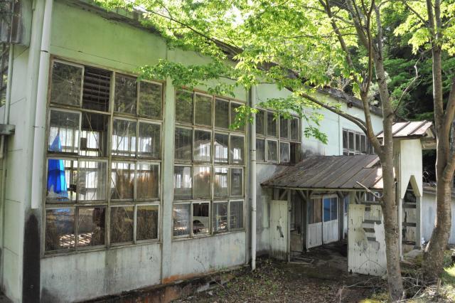 1972年に閉校した神子畑小学校の体育館跡