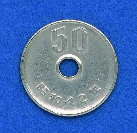50円玉の裏面。算用数字で額面
