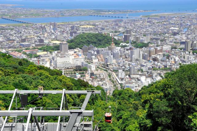 徳島の町が一望できる眉山ロープウェイ=徳島市新町橋2丁目、佐藤常敬撮影