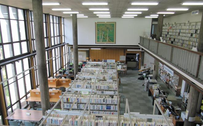 神奈川県立図書館の内部