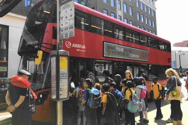 おなじみ2階建てのロンドンバス