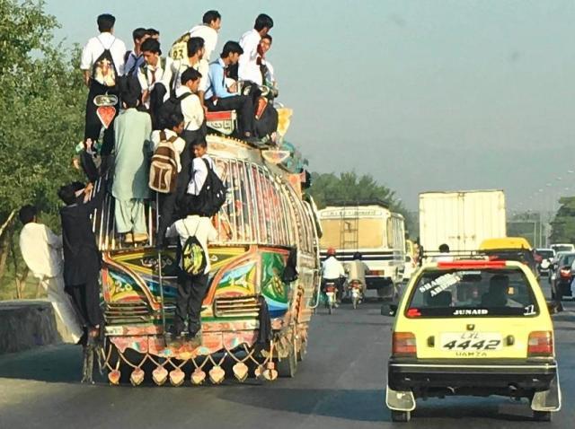 パキスタンのバス
