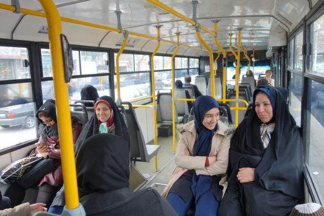 イランのバス車内の様子