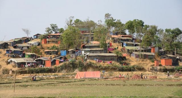 バングラデシュ南東部、コックスバザールにあるロヒンギャ難民キャンプ。数カ月で約70万人のロヒンギャが流れ込んだ=2018年3月
