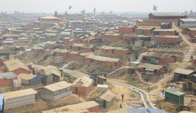 ロヒンギャ難民が暮らす、バングラデシュ南東部、コックスバザール郊外にある難民キャンプ。1年ほど前までは木に覆われた、何もない土地だったという=2018年3月