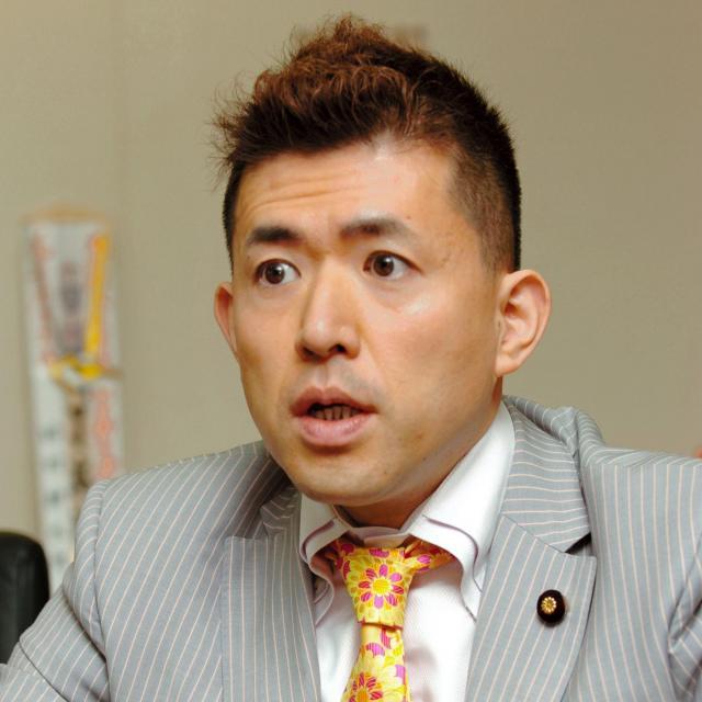 参院議員だった著者の田村耕太郎さん。内閣府政務官をつとめたことも=2007年4月27日