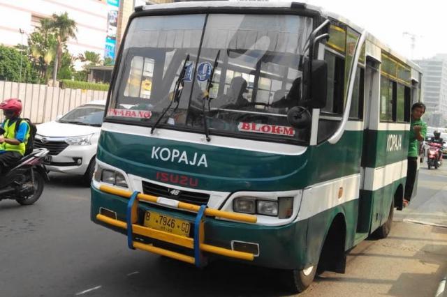 ジャカルタの中型バス「コパジャ」