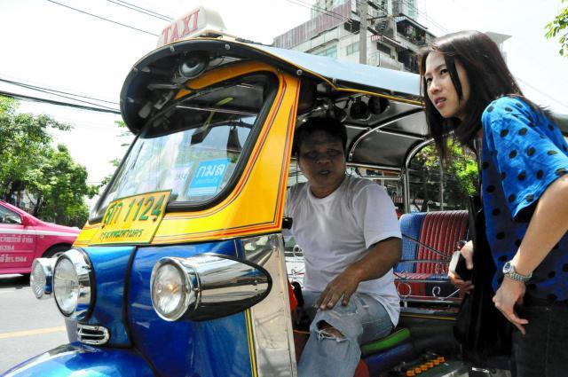 バンコクの3輪タクシー「トゥクトゥク」=藤谷健撮影