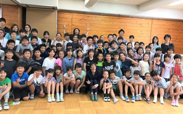 授業の後には、石田さんを囲んで記念撮影をしました