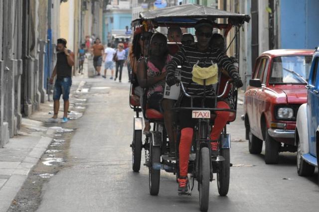 キューバの自転車タクシー